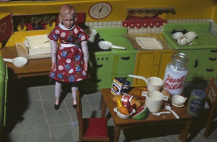 Тревога в кукольном доме: ранняя серия Лори Симмонс